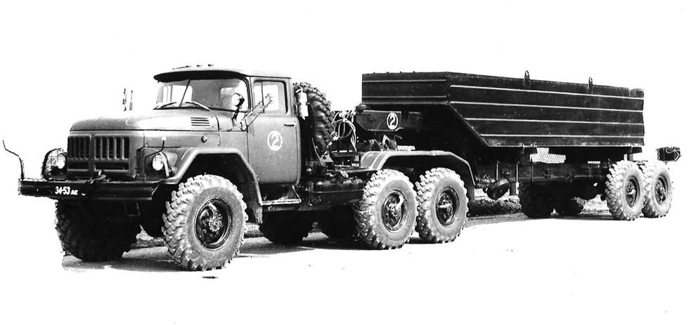 Автопоезд 6009 с полуприцепом БАЗ-9951 для перевозки речных понтонов (из архива С. Ковалева)
