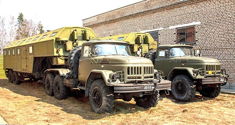 Автопоезда ЗИЛ-137 с хлебопекарными блоками АХБ-2,5 (фото А. Артюховского)