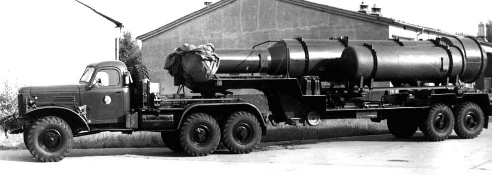 Автопоезд с тягачом ЗИЛ-157КВ-1 и транспортной машиной 9Т25 ракетного комплекса «Круг»