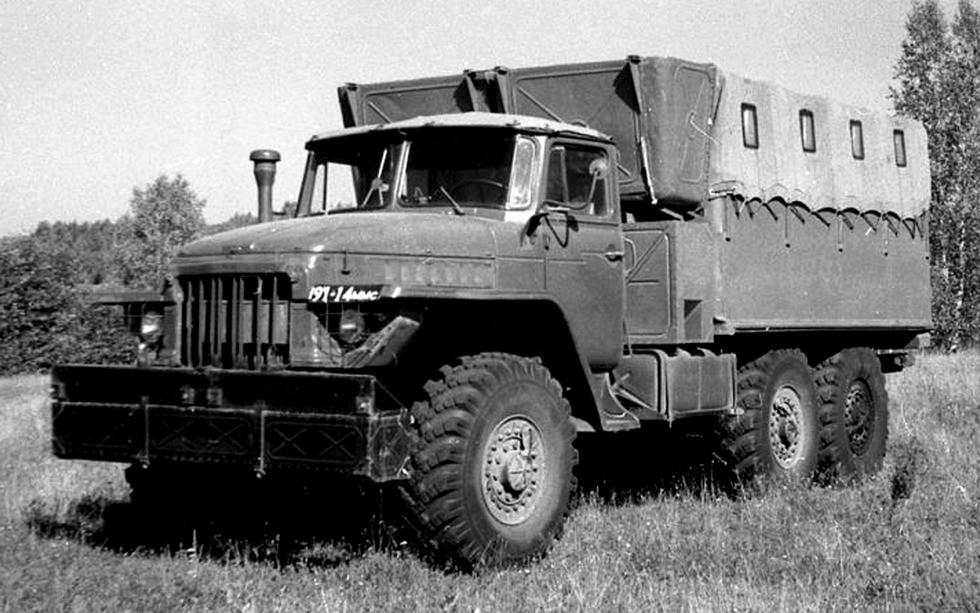 Плавающий грузовик Урал-375П — прототип будущего семейства «Суша»