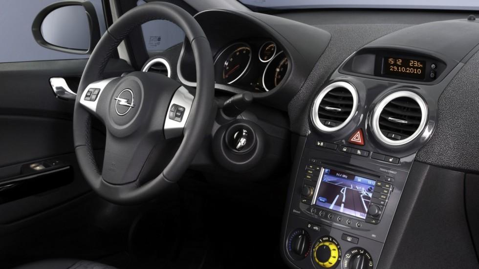 На фото: интерьер Opel Corsa 3-door (D) '2010–14