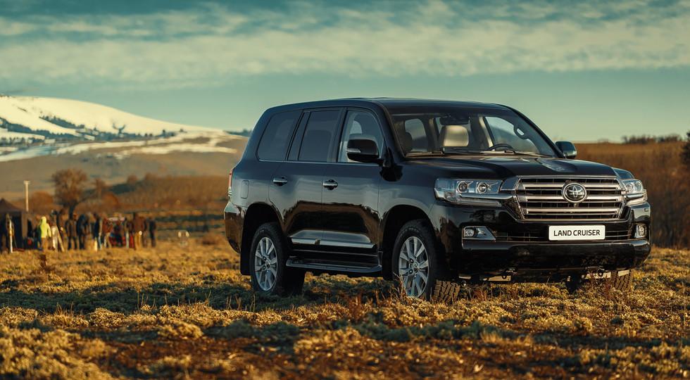 Тойота обустроила джипы Land Cruiser экстренной мобильной связью