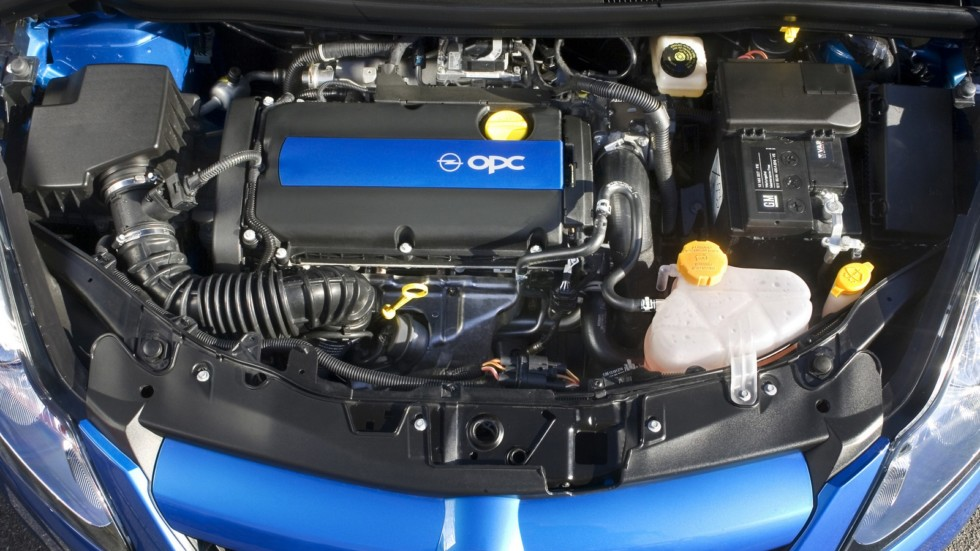 На фото: Под капотом Opel Corsa OPC (D) '2007–10