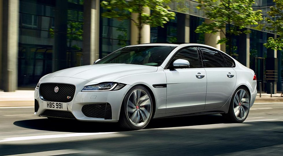 На фото: Jaguar XF
