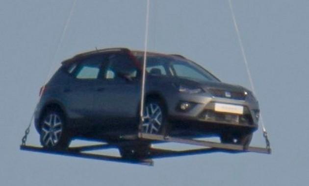 Внебе над Барселоной замечен новый кроссовер Сеат Arona