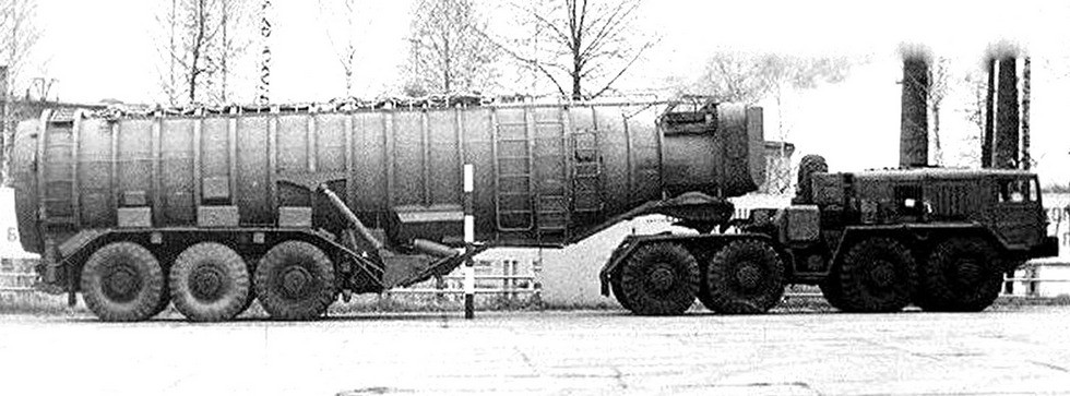 Машина 15У40 с электроприводом колес полуприцепа от тягача МАЗ-537Д (из собрания Ю. Бабушкина)