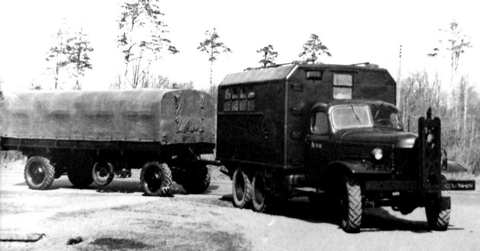 Автомобиль ЗИС-151 с генератором и прицеп с электроприводом колес (из архива НИИЦ АТ)