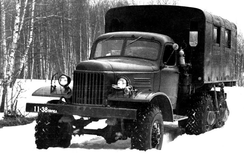 Грузовик-фургон ЗИЛ-157Э с электромоторами в ступицах задних колес