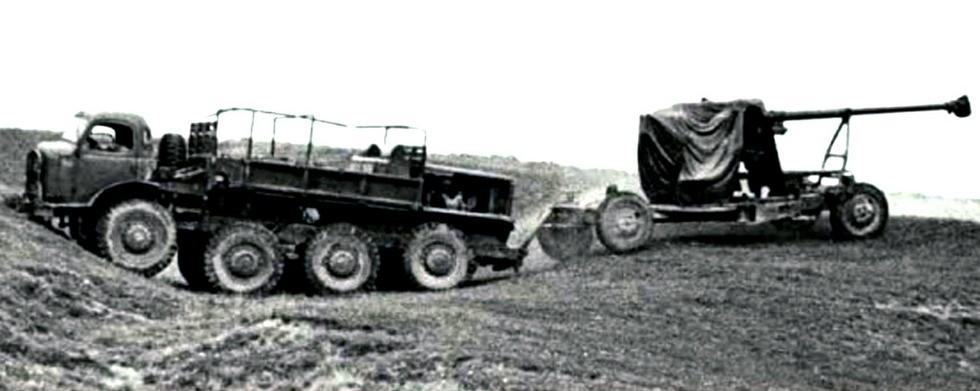 Артиллерийский тягач АТК-1 с электрической трансмиссией (из архива Н. Маркова)