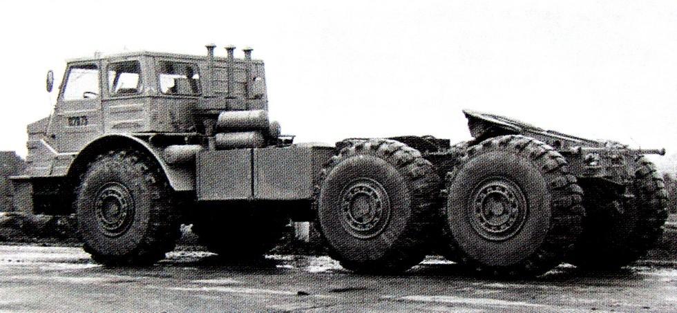 Специальный тяжелый полноприводный армейский тягач МоАЗ-74111 (из архива МоАЗ)