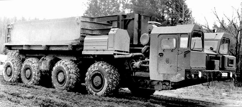 Испытания шасси МАЗ-7909 с двумя кабинами и коротким нагрузочным блоком (из архива СКБ-1 МАЗ)