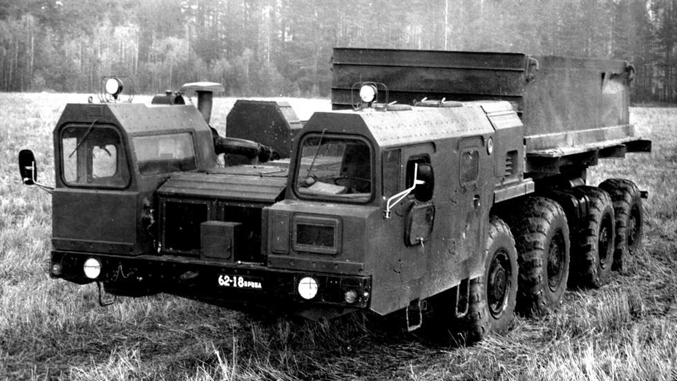 Короткобазное шасси МАЗ-7909 для ракетных систем (из архива СКБ-1 МАЗ)
