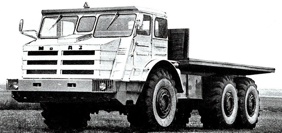 Наследник вездехода «Ермак» — грузовой 27-тонный вариант МоАЗ-74111 (из архива МоАЗ)