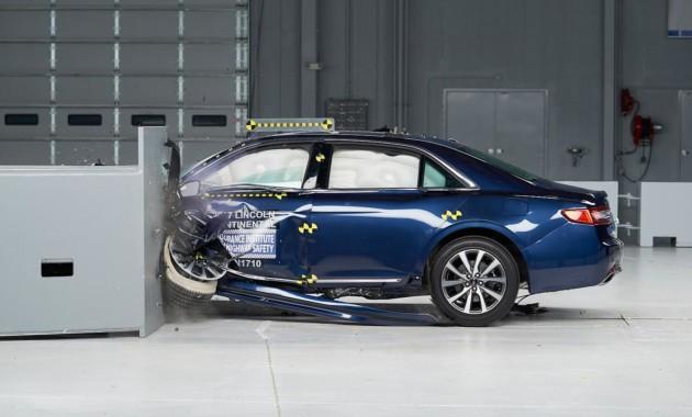 Названы три более безопасных автомобиля вмире