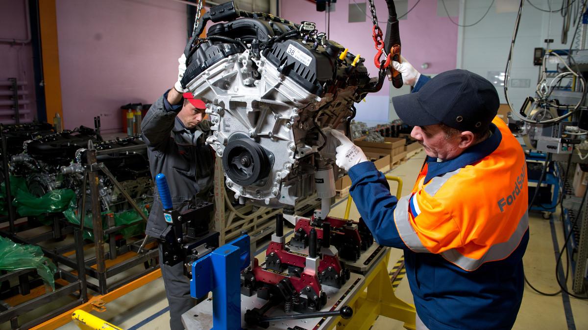 Продажи Форд на русском рынке автомобилей вначале лета увеличились на24%