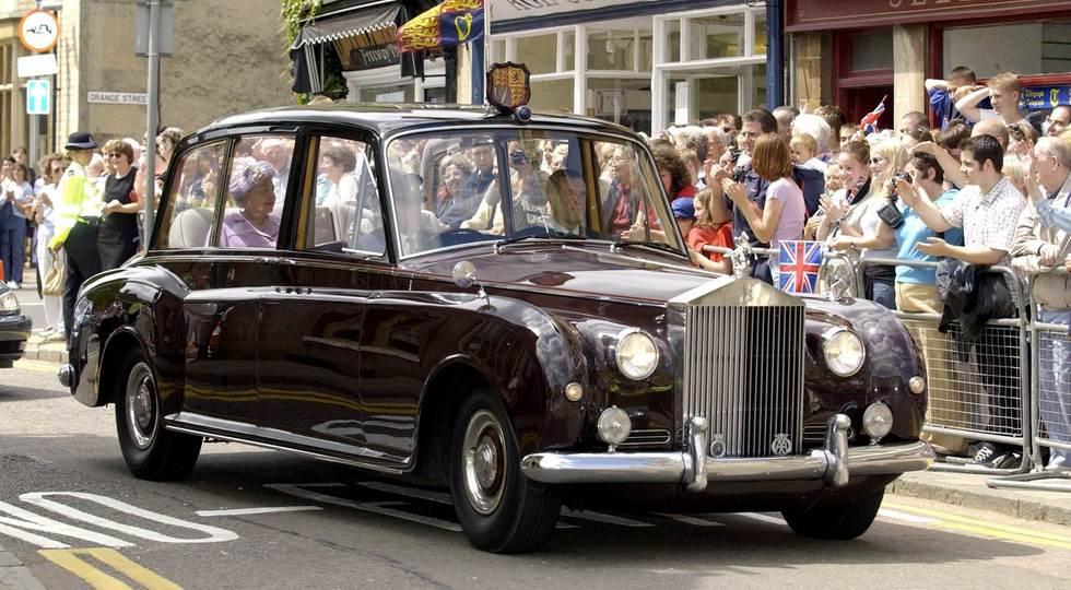 На фото: Rolls-Royce Phantom VI королевы Великобритании Елизаветы II