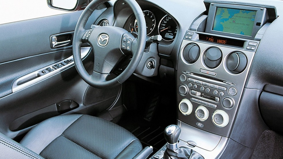 На фото: Торпедо Mazda6 Sedan (GG) '2002–05