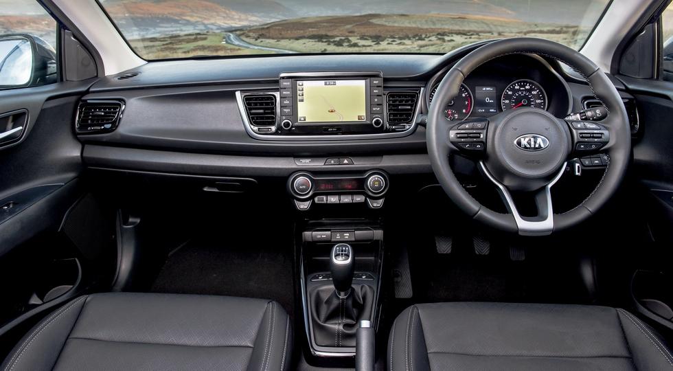 На фото: интерьер стандартного Kia Rio нового поколения для Великобритании