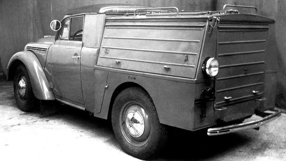 Автомобиль Москвич-401 со специальным фургоном для агрегата АПА-7
