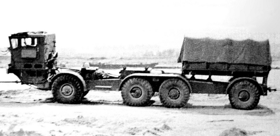 Первое промежуточное самоходное звено с коротким бортовым кузовом