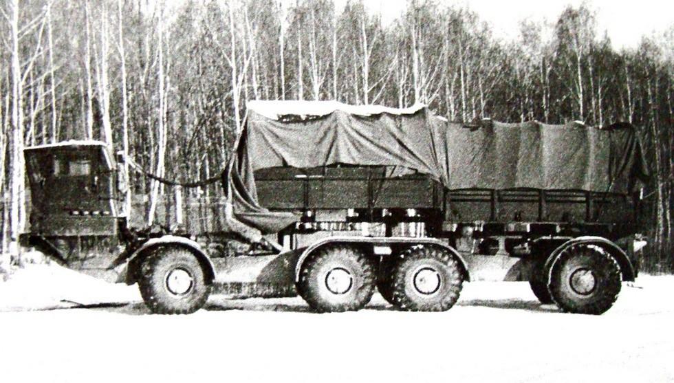 Активное прицепное звено ЗИЛ-135КП с удлиненным бортовым кузовом