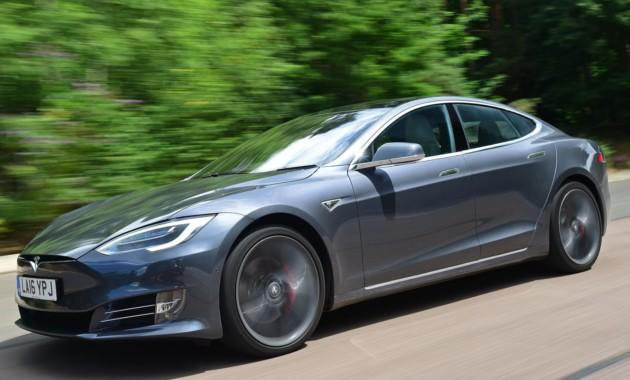 Электромобили Tesla стали еще быстрее