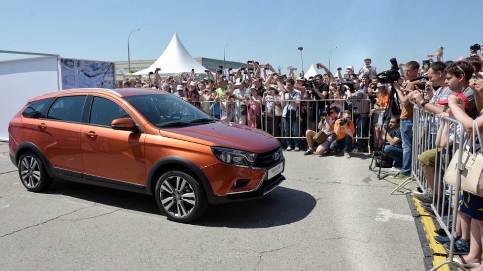 Публичный показ Lada Vesta SW Cross