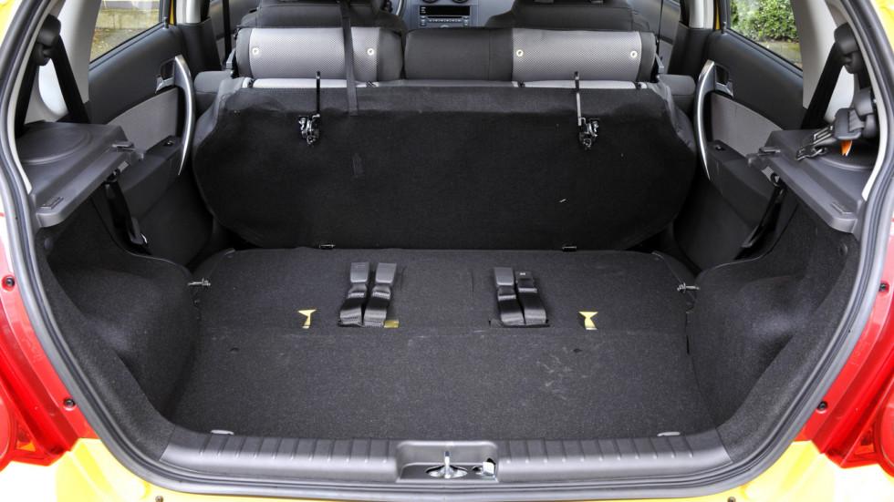 На фото: багажник Chevrolet Aveo 5-door (T250) '2008–11