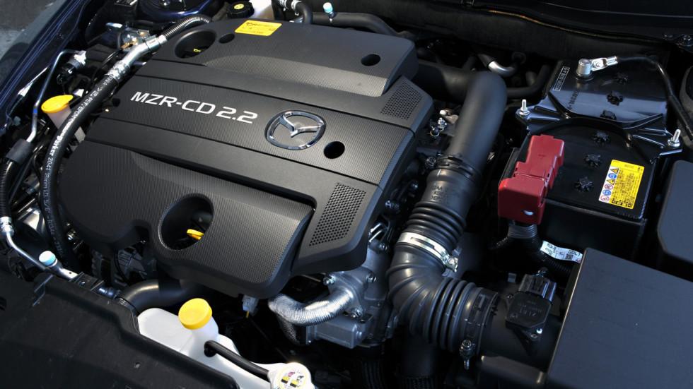 На фото: двигатель Mazda6 (GH)