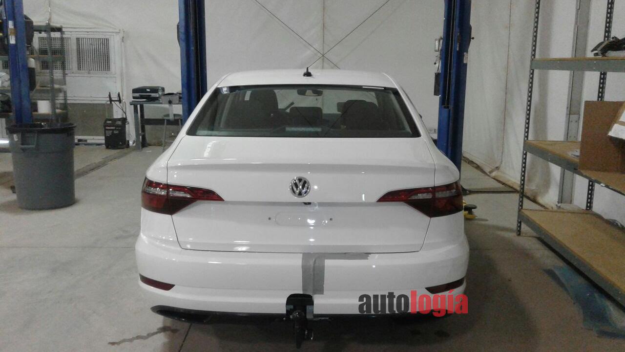 Вweb-сети интернет  появились фото новейшей  VW  Jetta