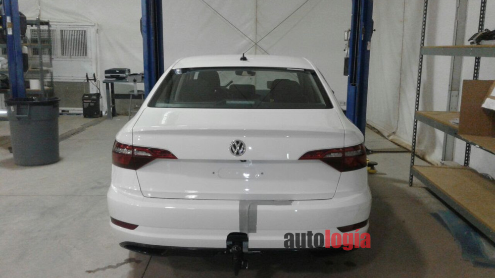 2018-VW-Jetta-rear