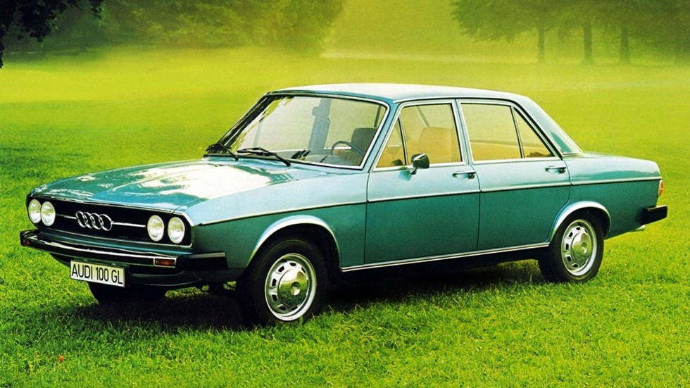 На фото: Audi 100 '1968–1973