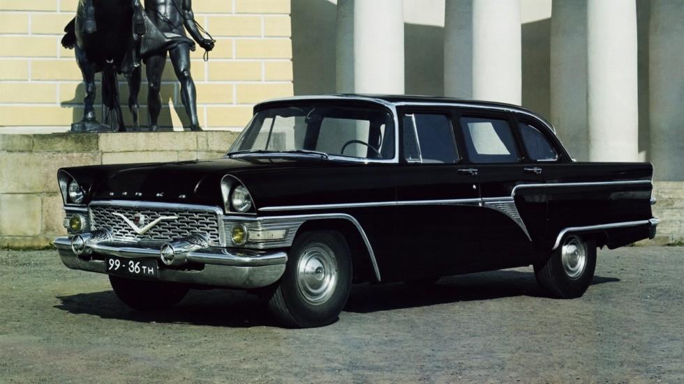 """На фото: ГАЗ-13 """"Чайка"""" '1959–81"""