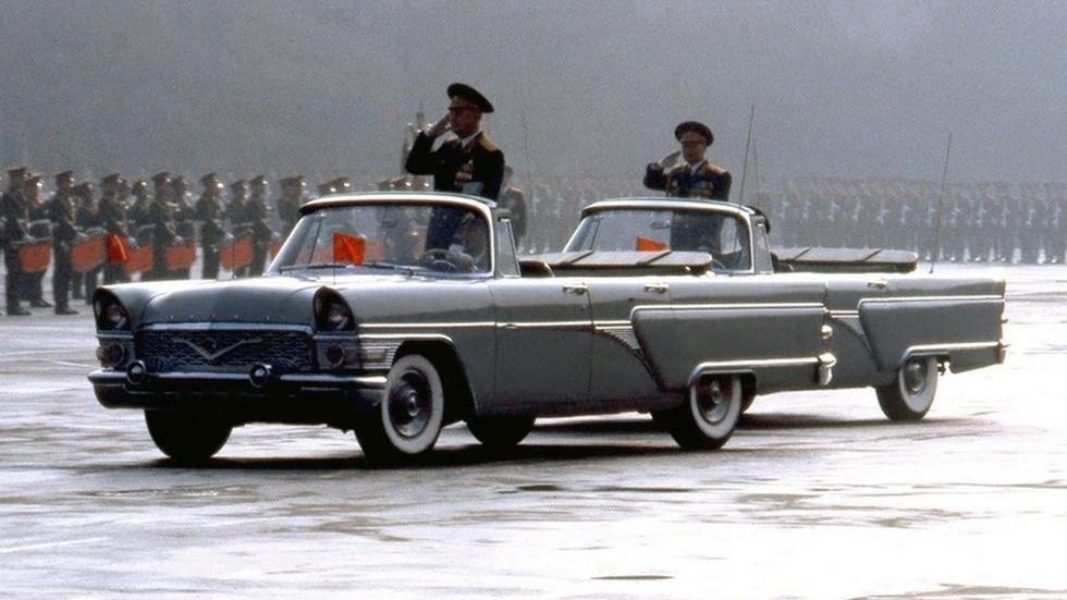 "На фото: ГАЗ-13Б ""Чайка"" '1961–62"
