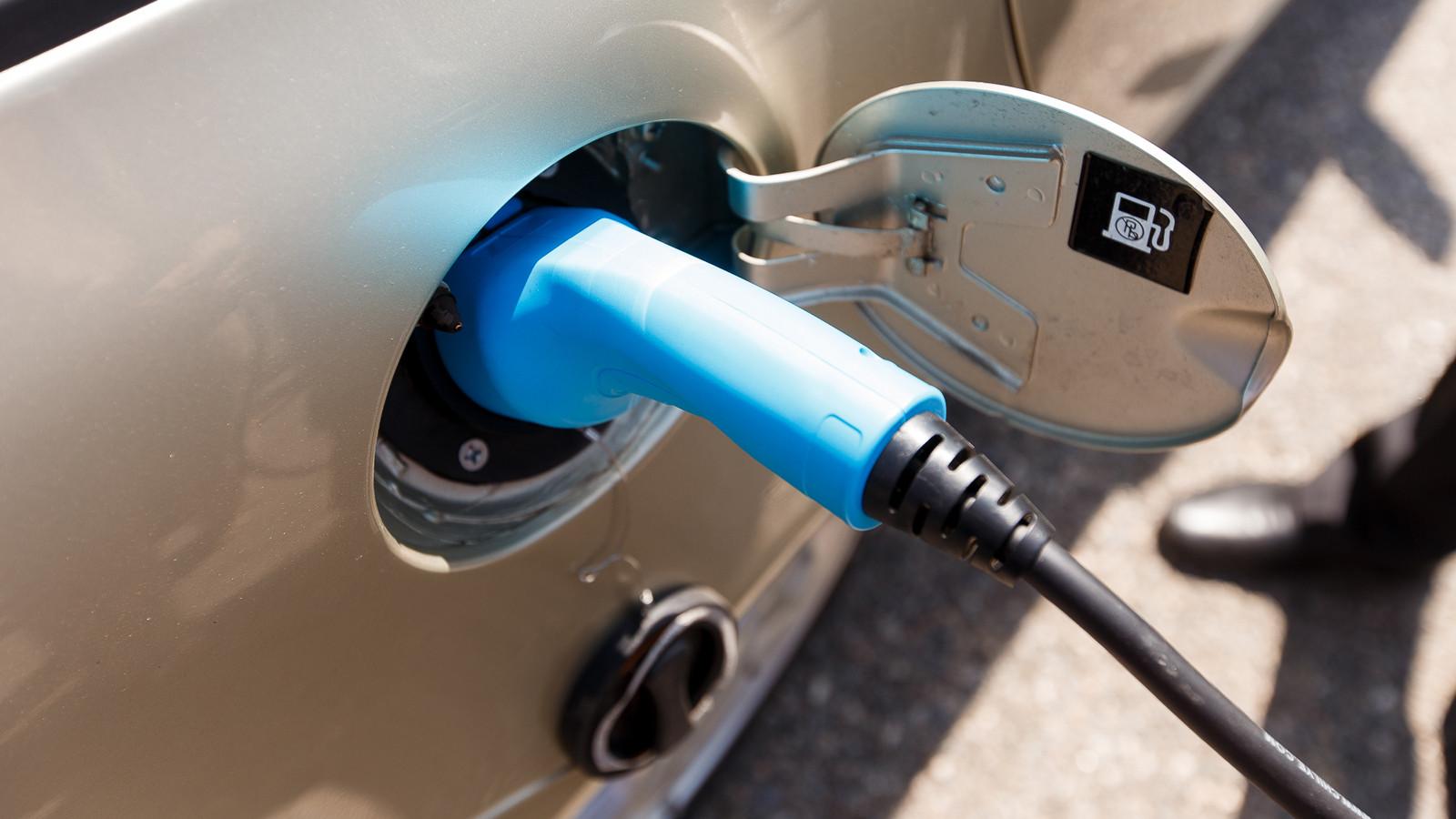 Требования кпунктам зарядки электромобилей разработают в РФ