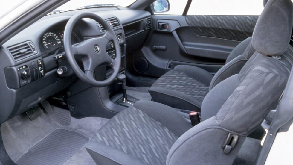Интерьер Opel Calibra 2.0i '1990–94