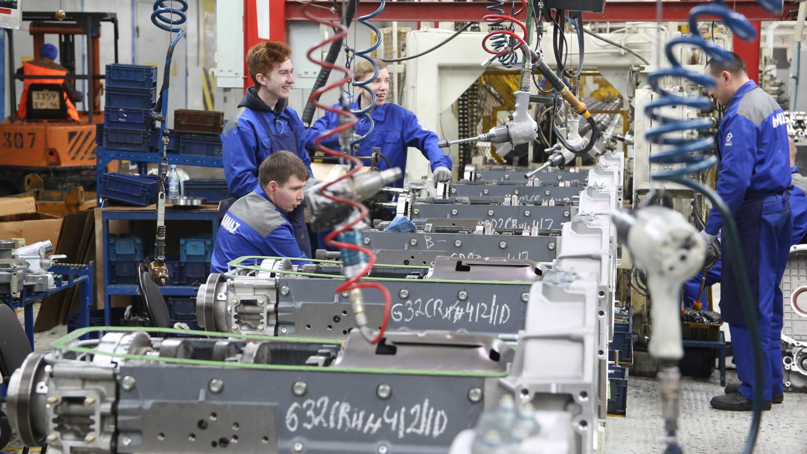 «КАМАЗ» исполняет план производства сопережением