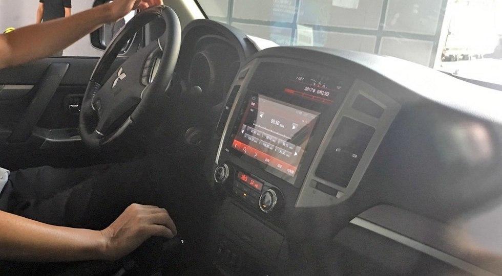 Салон китайской версии Mitsubishi Pajero 2018 модельного года. Фото: autohome.com.cn