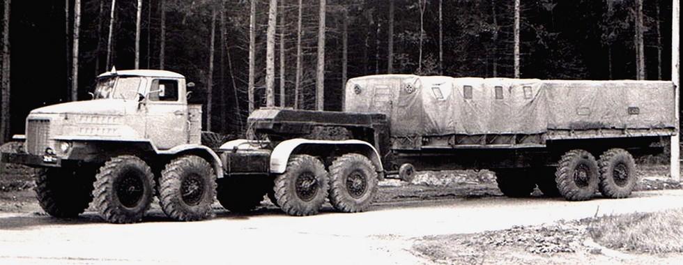 Тягач НАМИ-058С с бортовым тентованным полуприцепом Урал-862