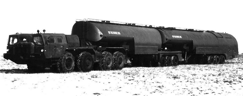 Трехзвенный топливозаправочный автопоезд ТЗ-90 с тягачом МАЗ-74103