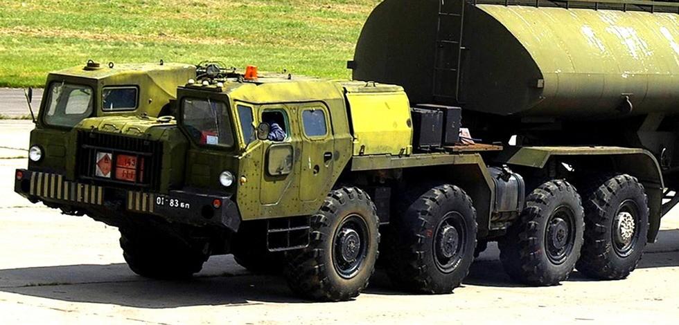 Усиленный тягач МАЗ-74103 для доставки крупных партий горючего (фото М. Чега)