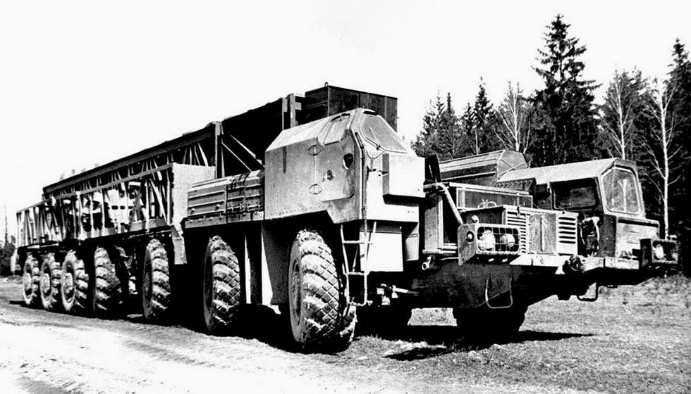 Шасси МАЗ-7912 со средним управляемым неведущим мостом (из архива НИИЦ АТ)