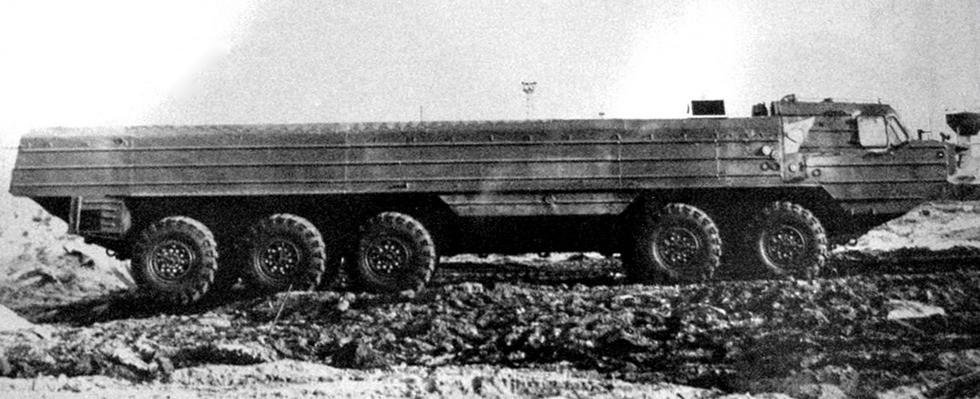 Прототип 520-сильного пятиосного шасси БАЗ-69481М с открытым корпусом