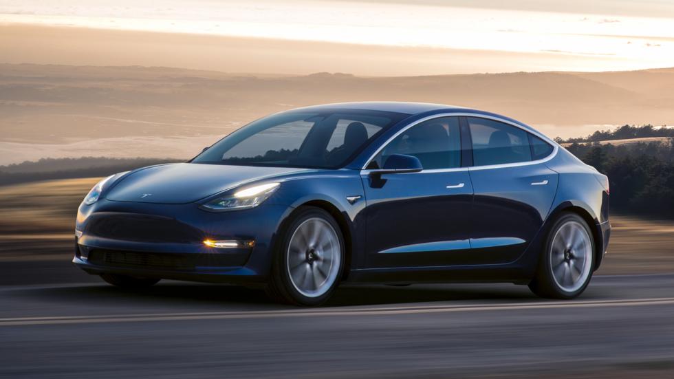 На фото: Tesla Model 3