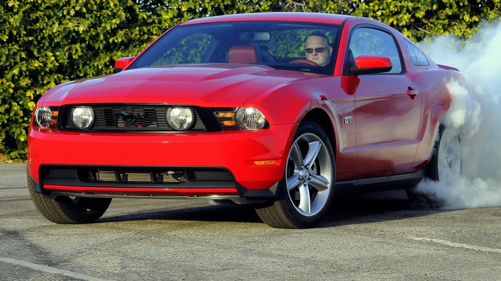 На фото: Ford Mustang GT`2010