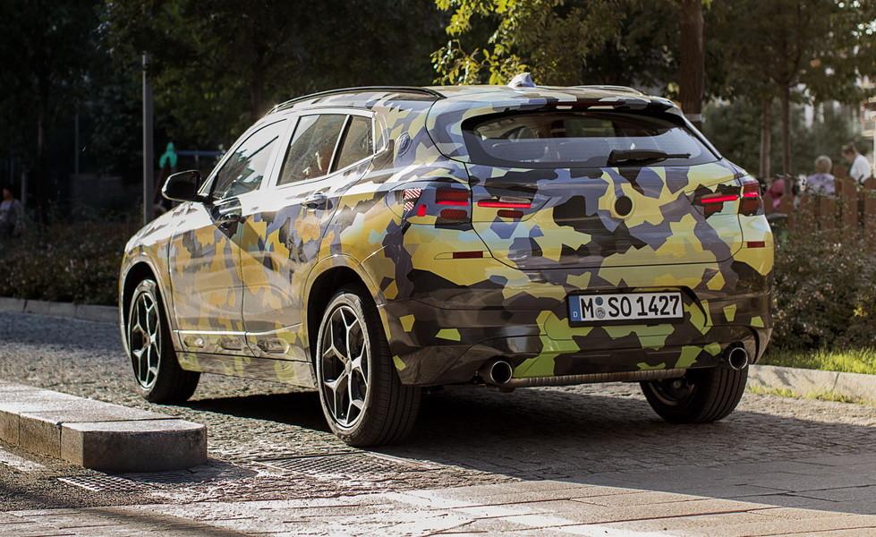 БМВ продемонстрировал новое кросс-купе БМВ X2 влегком камуфляже
