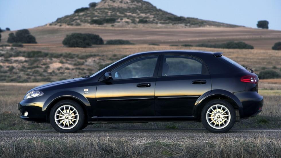 На фото: Chevrolet Lacetti Hatchback CDX '2004–13