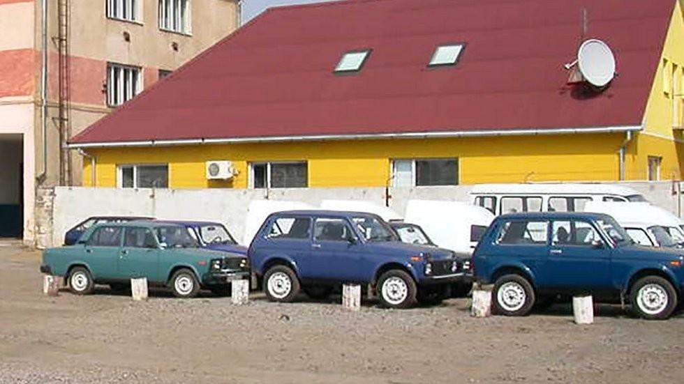Новенькие товарные Жигули и Нивы, собранные на ЛуАЗе (2005 год).