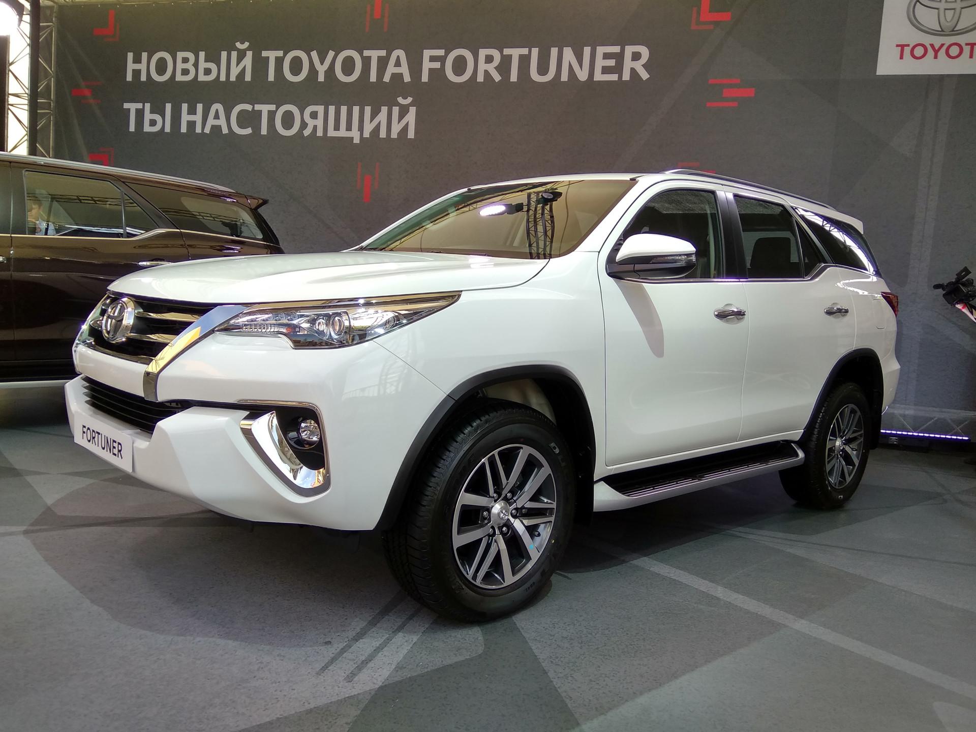 Джип Тоёта Fortuner появится в Российской Федерации всередине осени
