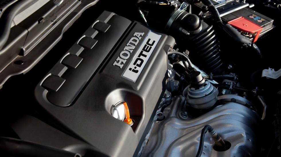 На фото: Под капотом Honda CR-V '2009–12